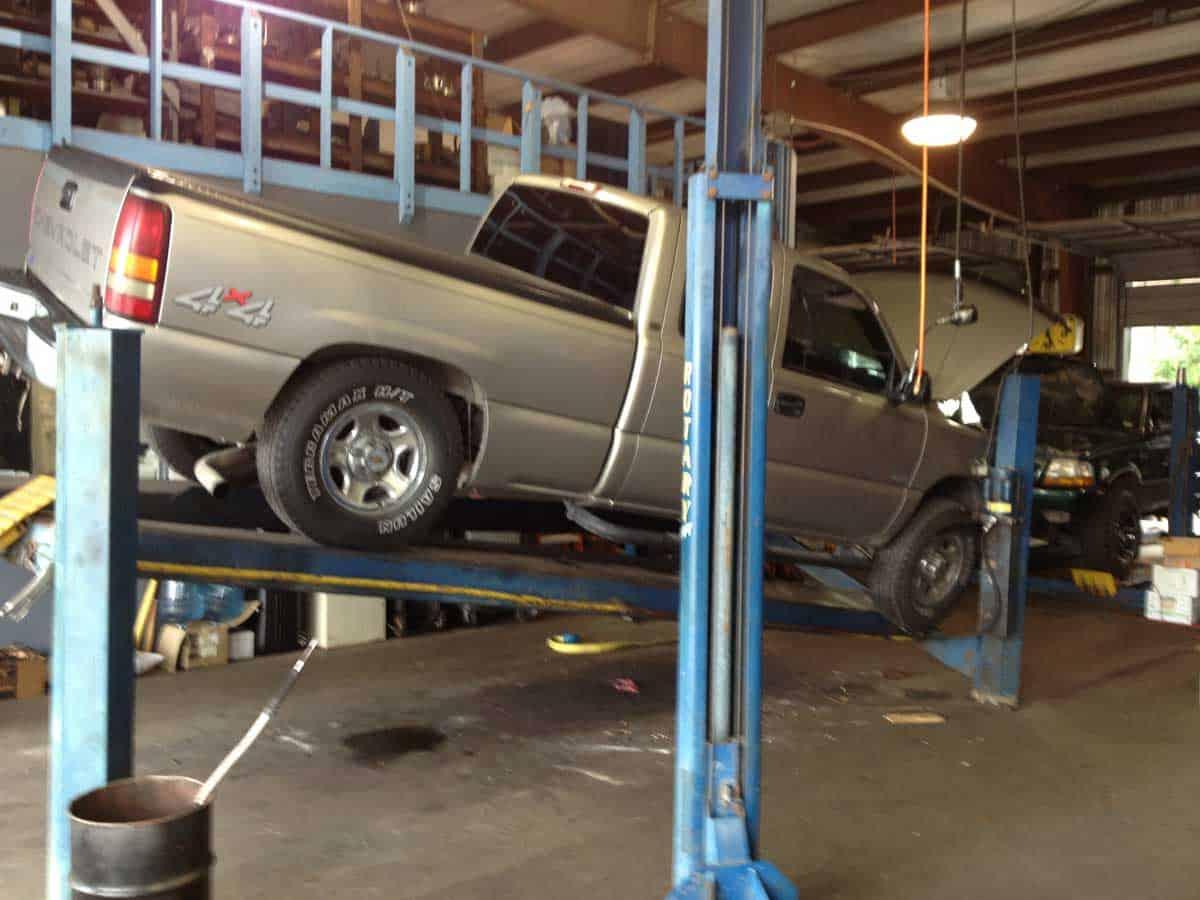 truck-falling-off-lift